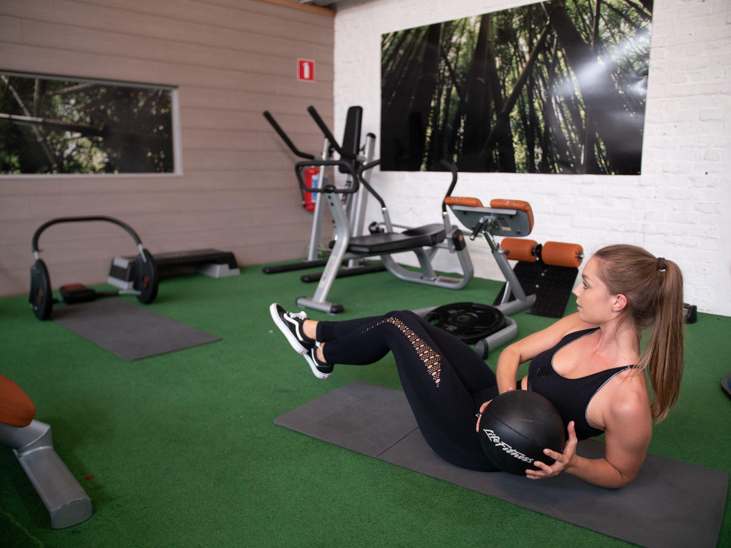 girl doing ab exercises